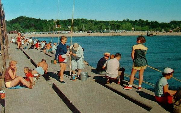 GRAND HAVEN MICHIGAN 1957 POSTCARD PEOPLE PERCH FISHING FROM DOCK